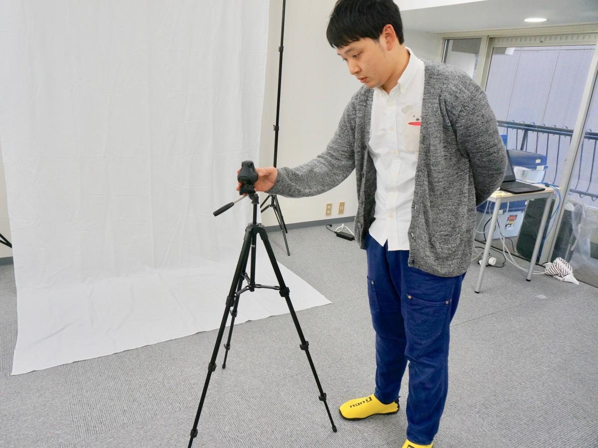 360度カメラをセットする大西拓人社長