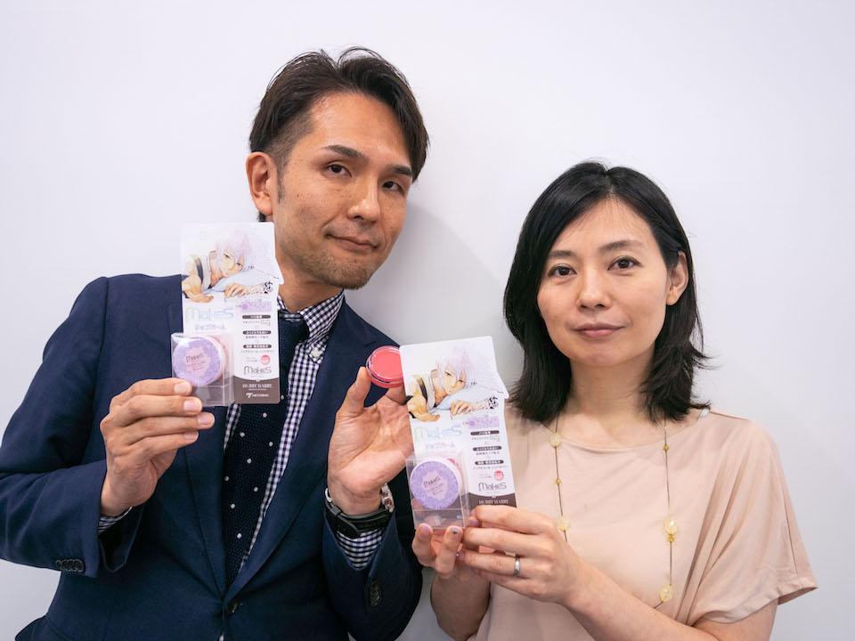 コラボ商品をPRする「ミックコスモ」の伊藤さん(左)と「ヘキサドライブ」の阿部さん(右)