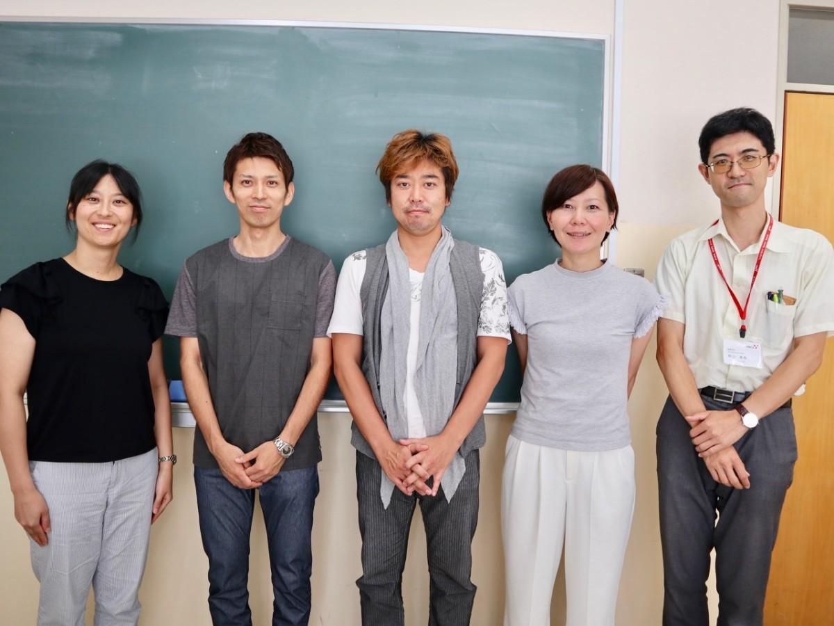 上田慎一郎シェフ(中央)と同イベントスタッフ