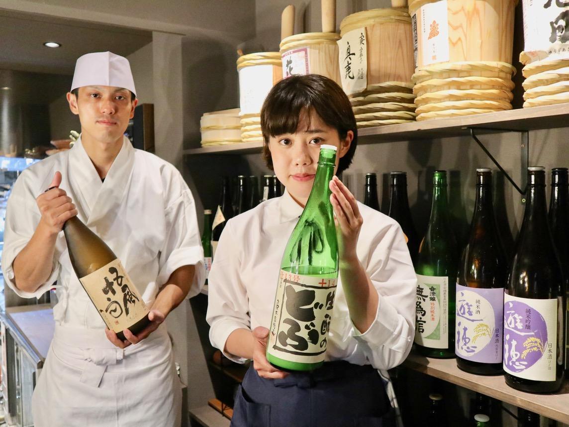 店長の山崎誠生さん(左)とスタッフ