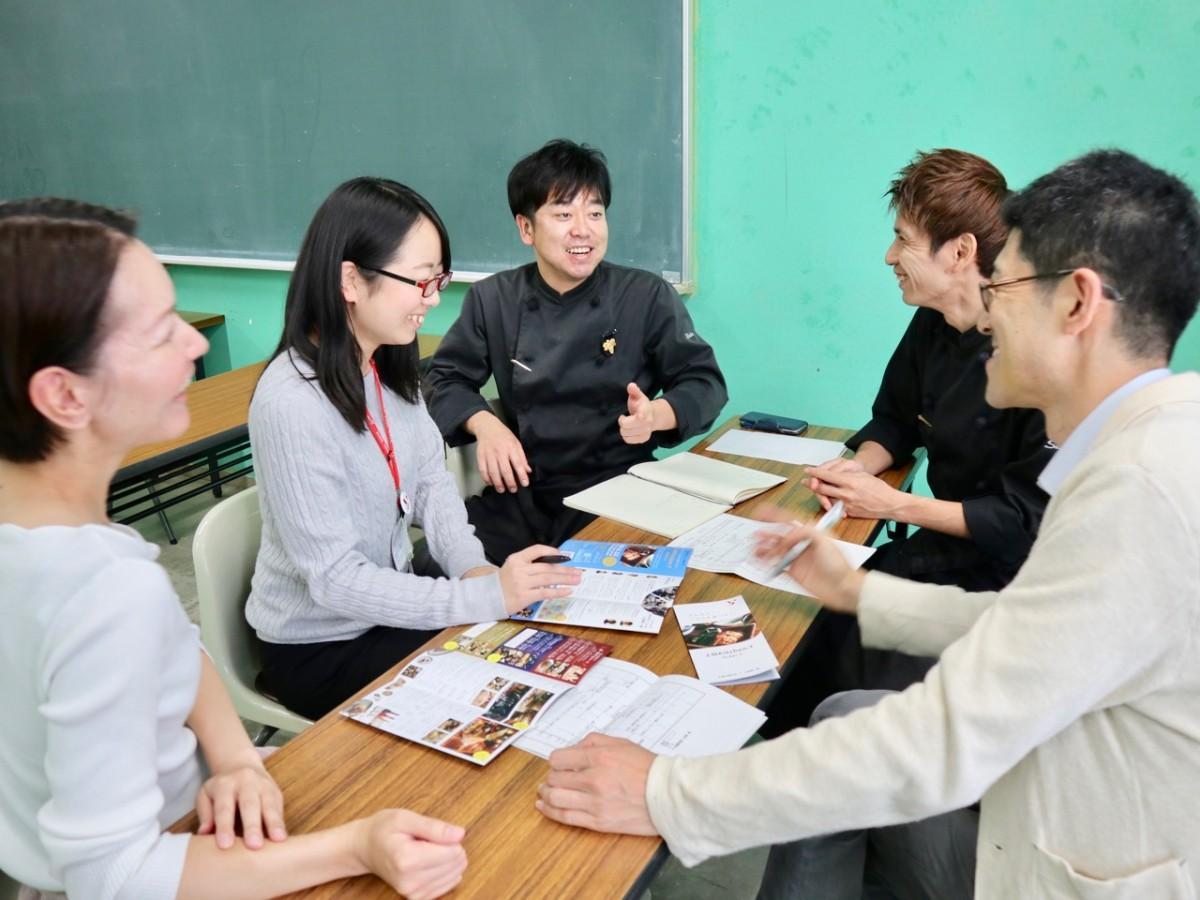 上田慎一郎さんを囲むミーティングの様子