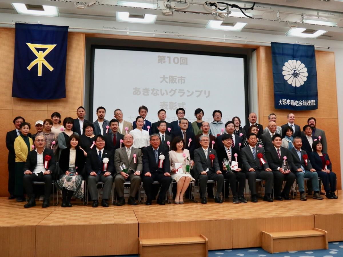 受賞者と主催関係者たち
