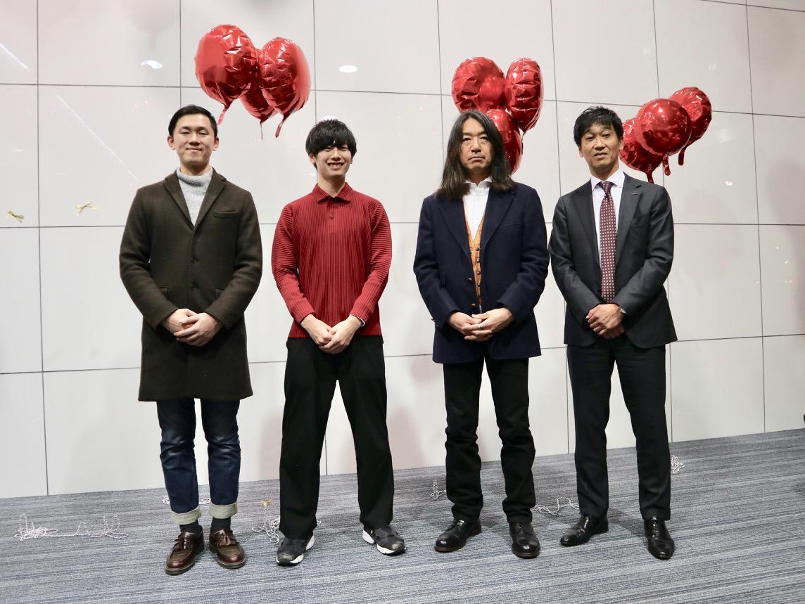 (右から)資生堂ジャパンの野村治夫さん、大阪芸術大学教員の橋本健二さん、同大学生
