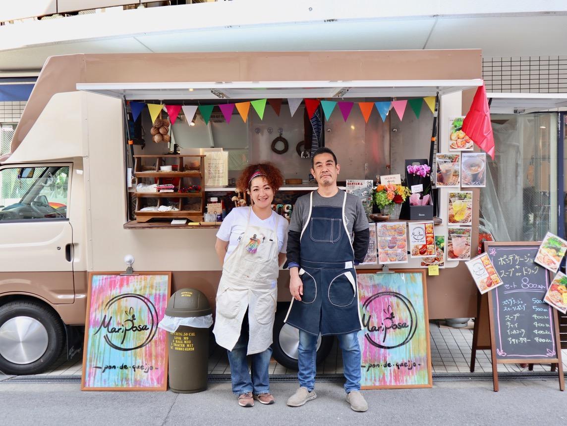 店主の島内勝昭さん(右)と妻の江理奈さん