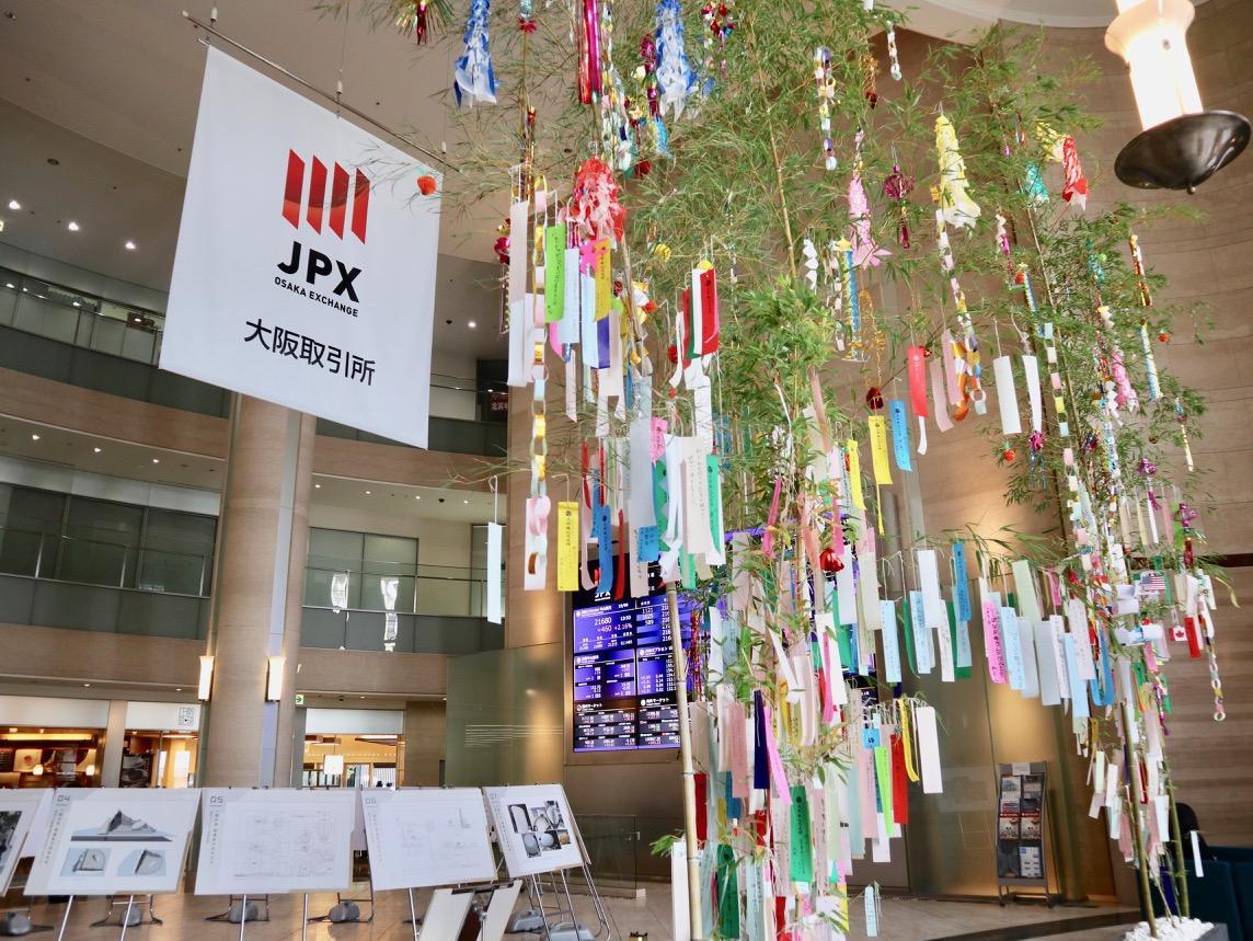 大阪取引所アトリウムの七夕ササ飾り