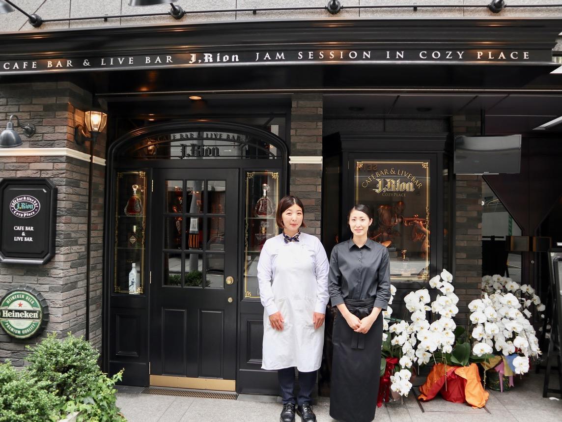店長の香西加奈子さんとスタッフの小林葵さん