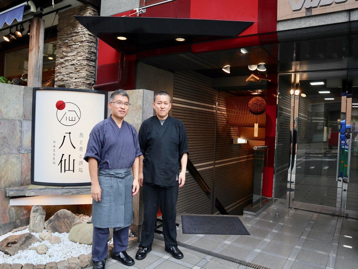 店長兼料理長の加藤新二郎さんとスタッフの山田圭亮さん