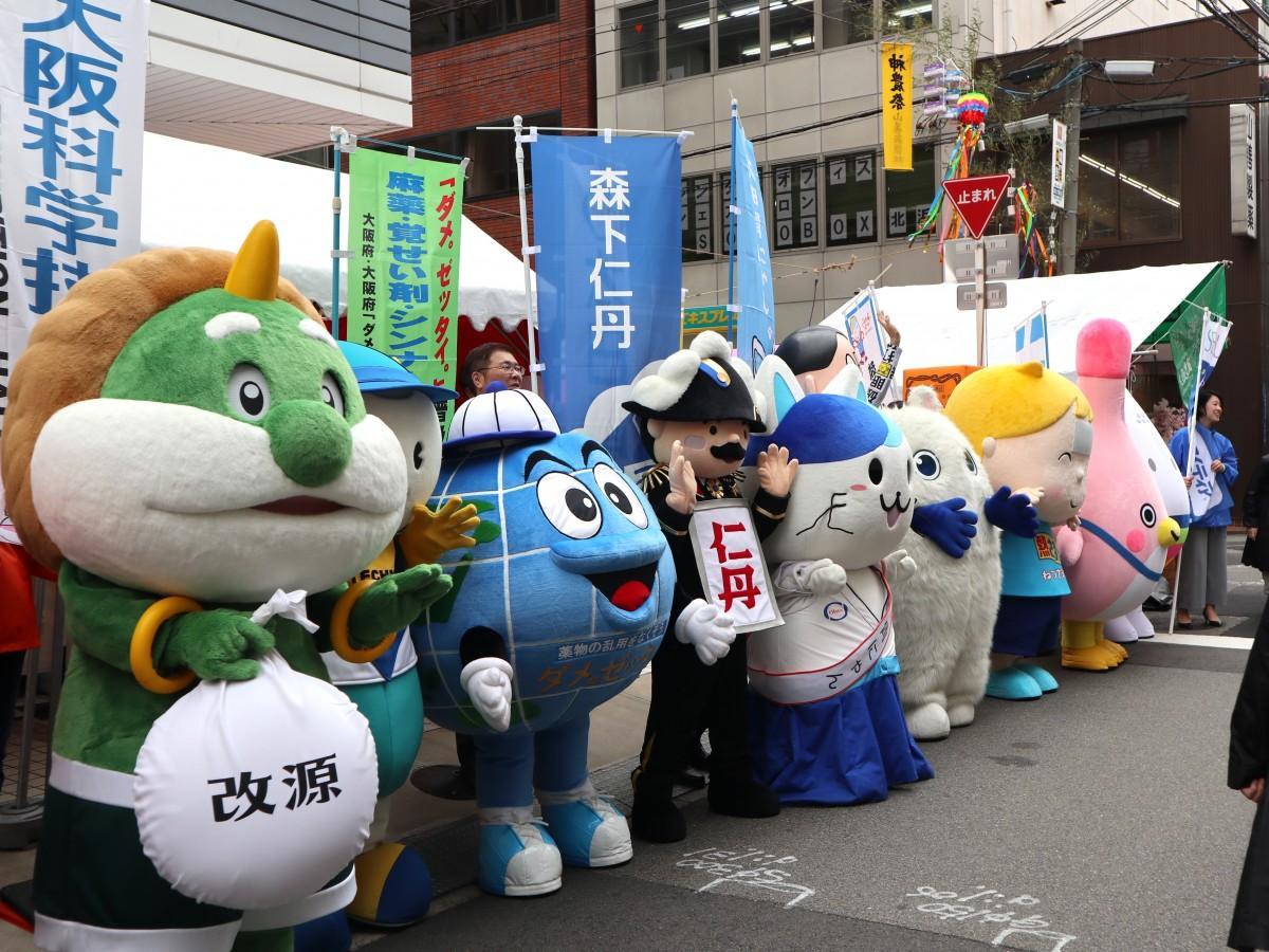 少彦名神社の神農祭に集まったキャラクターたち