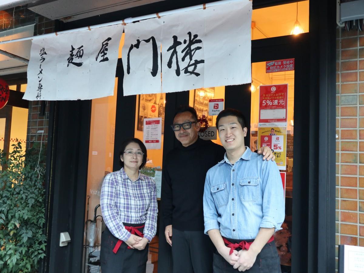 社長の松本さん(中央)と店長の大塚涼介さん(右)、スタッフの宮崎有美さん(左)