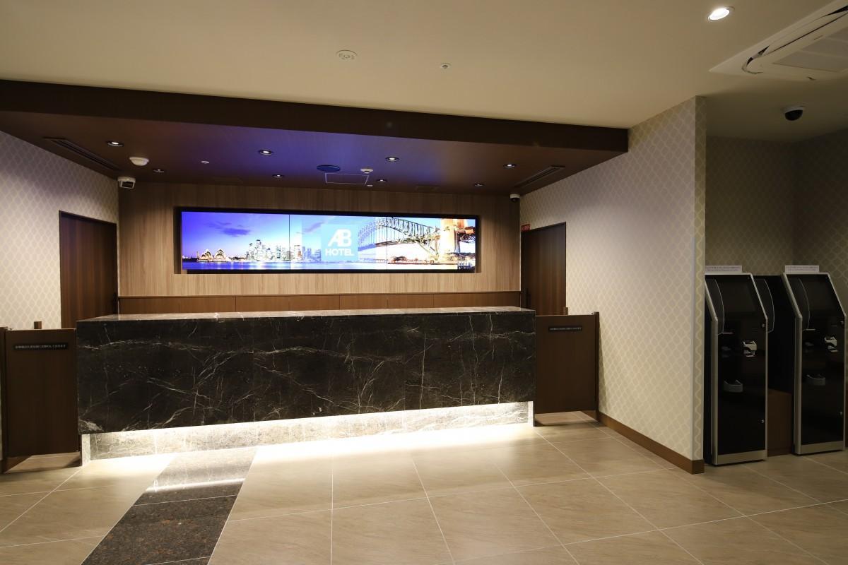ホテルのフロント写真(写真提供=ABホテル)