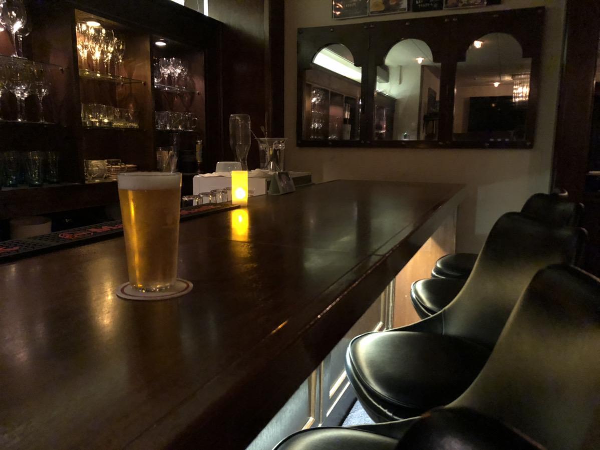 閉店中のコナイト酒場、ふるまいビールは自分で注ぐ