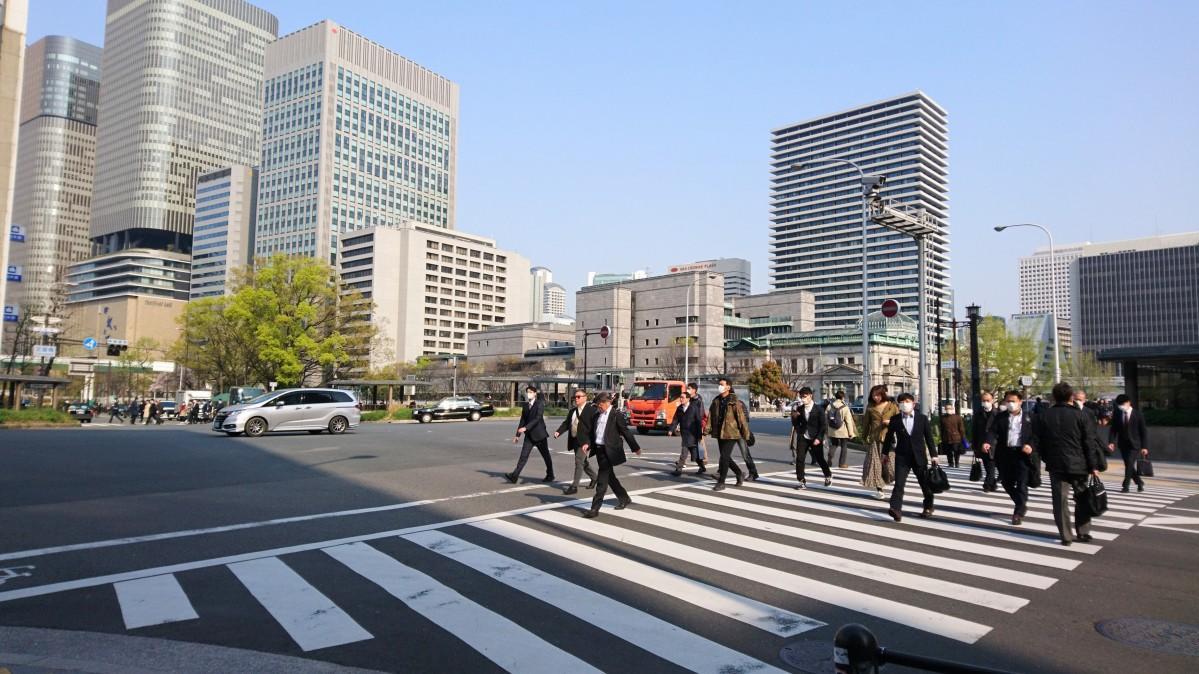 淀屋橋交差点の様子(4月8日8時23分撮影)