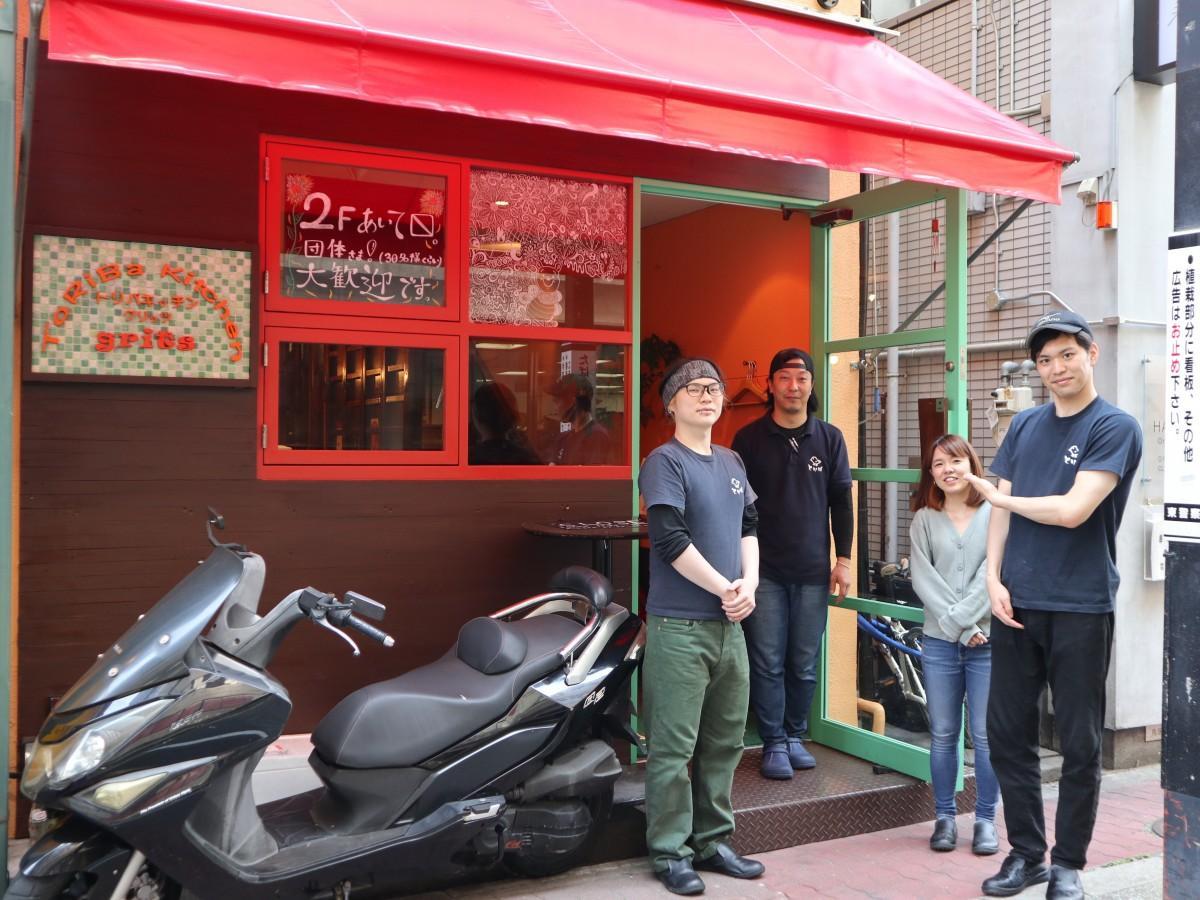 宮津店長(左から2番目)とスタッフ