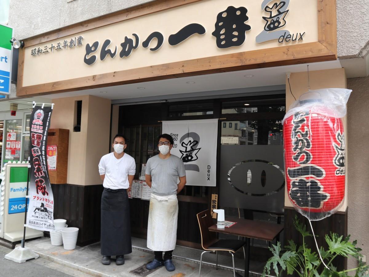 店主の井村さん(左)とスタッフの大山さん