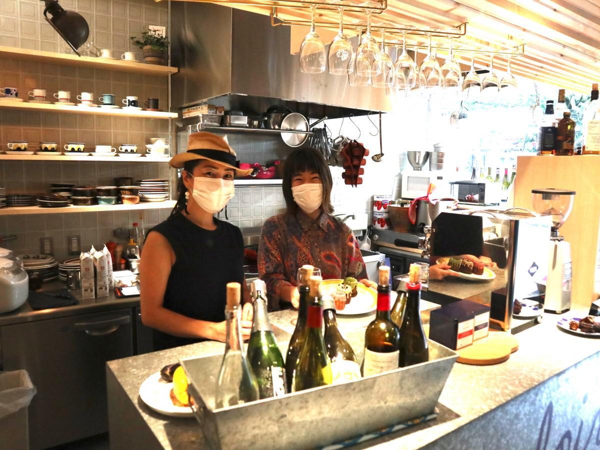 久保田さん(左)とスタッフの水野彩果さん