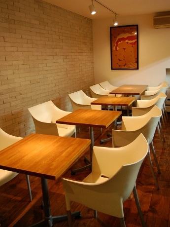 8月25日にプレオープンした「cafe EUR」の店内