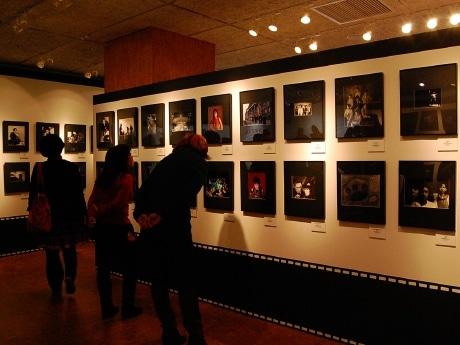 仙台パルコで開催されている「日本ロック写真史 ANGLE OF ROCK展」。サディスティック・ミカ・バンド、矢沢永吉さん、THE MODS、Charaさん、奥田民生さん、などの写真も