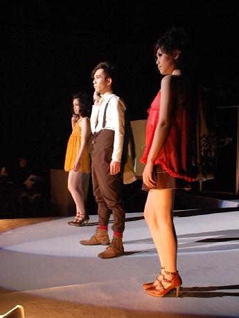エル・パーク仙台で行われた東北生活文化大ファッションショーの様子。大学関係者は「毎年定着していけば」と意気込む