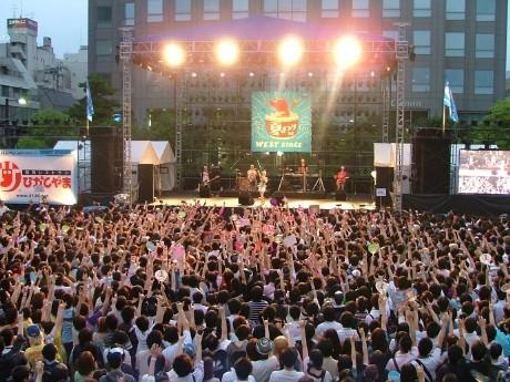 昨年の「TBC夏まつり」野外ライブの様子