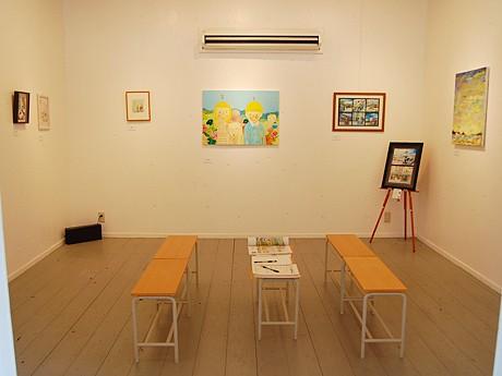 アートルーム「エノマ」では「くつろぐ」をテーマにした作品を展示。「座って作品を見ながら、ゆっくりと語らってもらえれば」(野口さん)