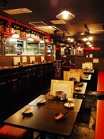 仙台で4店舗目となる「串焼楽酒MOJA 青葉通店」。「女性同士でも来店しやすいモダンな店づくりを意識している」