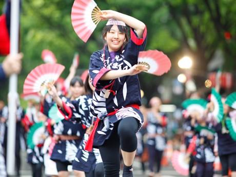 昨年の「仙台・青葉まつり」の様子。今年も約4千人の「すずめ」が踊りを披露する