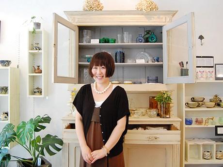 1周年を迎えた食器セレクトショップ「レ・ヴァコンス」のオーナー・門脇綾さん