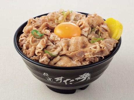看板商品の「すた丼」。450グラムのご飯の上に豚肉をのせ、卵を落とす