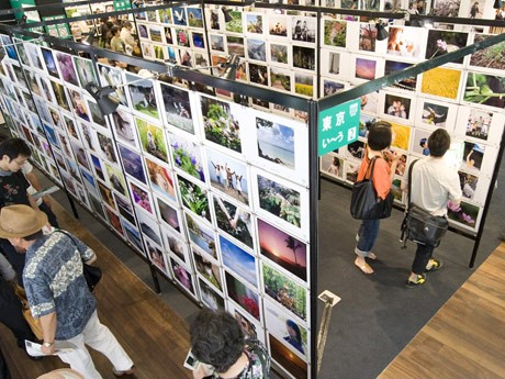 """「""""PHOTO IS""""10000人の写真展」昨年の東京会場の様子"""