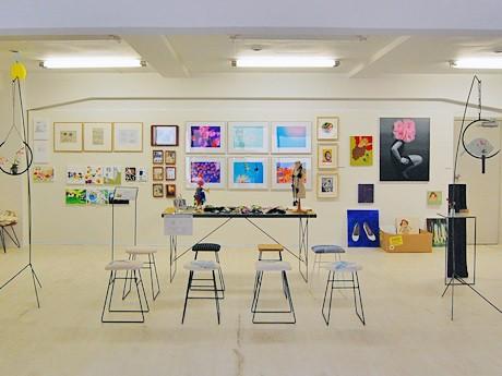 「ゼロベース」で開催中の「ショーテンゼロ」。絵画やファッション雑貨、家具などを展示販売する