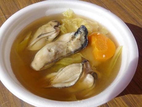 秋の恒例イベントとなった「仙臺鍋まつり」。写真は利府町の「かき鍋」
