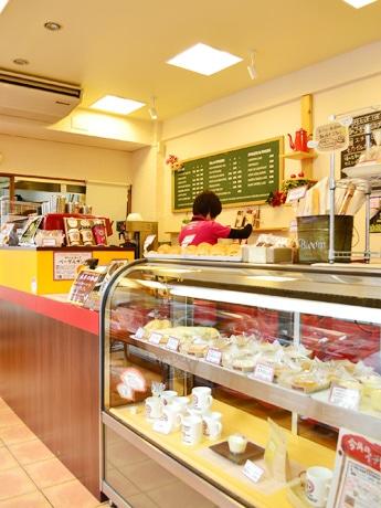 サンモール一番町商店街の「フルセイルコーヒー」店内1階