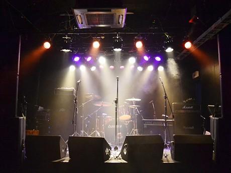 4月1日にグランドオープンするライブハウス「ミルキーウェイ」のステージ