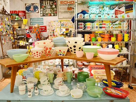 仙台パルコで開催中の「キープレフト アメリカンアンティークフェア」。2万点の商品が所狭しと並ぶ