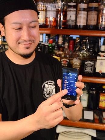 オリジナルアプリ「Social Beer by AMBER RONDO」を企画したアンバーロンド店主の田村さん