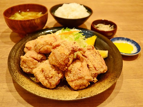 1位になった「大盛りや もり達」の人気メニュー、「もも鶏唐」定食