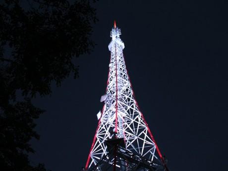 「希望のともしび」をコンセプトにリニューアルした仙台放送大年寺山送信所の鉄塔
