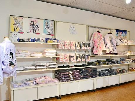 仙台パルコの「魔法少女まどか☆マギカショップ」店内。イベント記念商品をはじめ、約200種類を販売する ©Magica Quartet/Aniplex・Madoka Partners・MBS