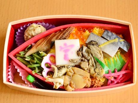 「みやぎ石巻大漁宝船弁当」。船の形をした折り箱に酢飯を敷き詰め石巻の水産加工品を盛り付けた