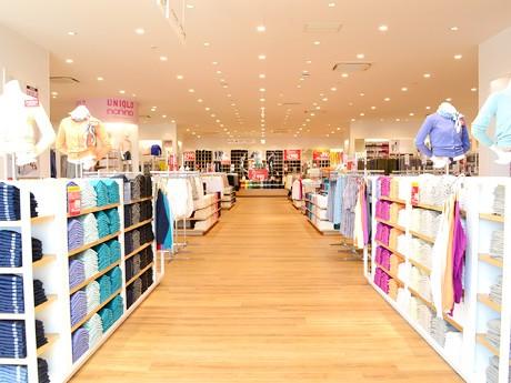 「ユニクロ」仙台泉店の店内。1フロア1000坪の店内にフルライン約600アイテムをそろえる