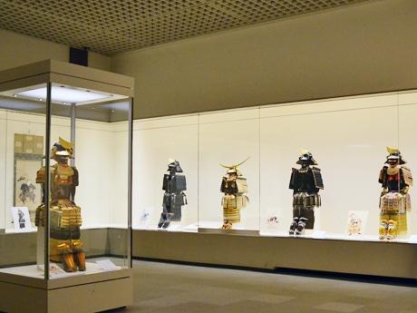 歴代仙台藩主の具足。「具足は保存が難しいこともあり、今回のように一堂に見ることができる機会はあまりない」