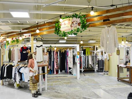 リニューアルした「ドンドンダウン」店内に併設オープンした姉妹店「ニコカウ・サンコメタダ」