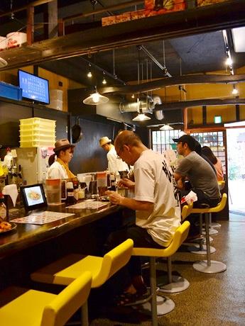 「東京ナポリタンマルハチ」2号店としてオープンした一番町店の店内