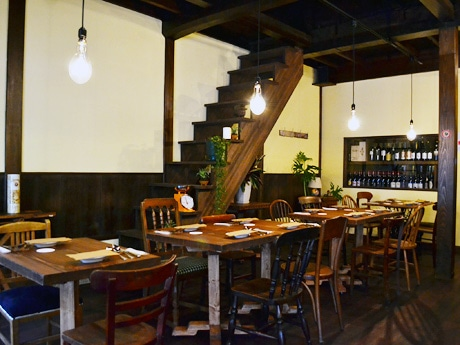 仙台・河原町にオープンしたイタリア食堂「ムジカ」。イタリア郊外の一軒家レストランをイメージした店内