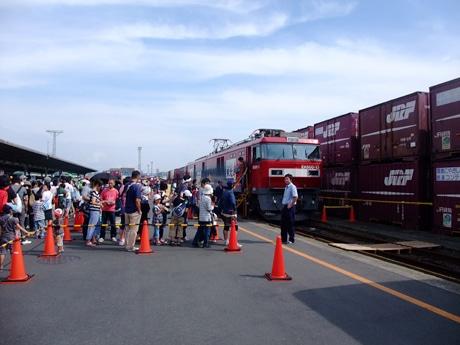 昨年の「鉄道フェスティバル in 東北」の様子。普段乗ることのできない「金太郎」展示乗車は毎年行列ができるほどの人気に