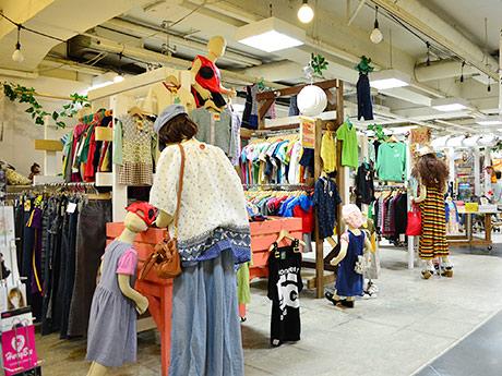 「ドンドンダウン オン ウェンズデイ」店内。買い物客と見間違えるようなマネキンも同店の特徴