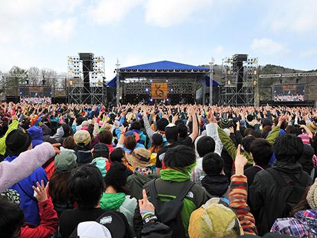 2日間で過去最多となる4万5730人を動員した昨年の「ARABAKI ROCK FEST.」の様子