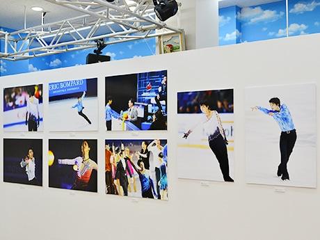 仙台縁日で開催中の「羽生結弦写真展 photo by 能登直」