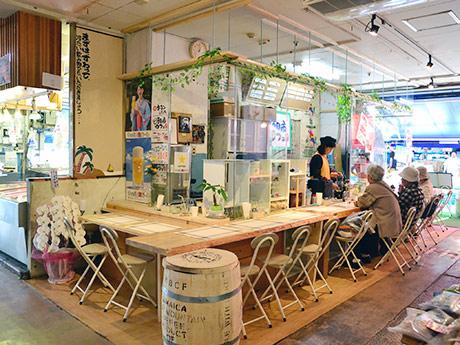 仙台朝市にオープンした「朝市カフェ」。「誰が見ても分かりやすいよう、ベタな名前にした」