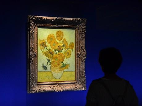 東北での公開は初めてとなるゴッホの「ひまわり」。半月で約1万5000人が訪れ、生命力に満ちあふれたその大輪の花に見入っている
